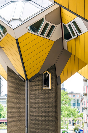 Tilted cube house resting upon a hexagon-shaped pylon in Rotterdam, Netherlands. It is a set of innovative houses based on the concept of high density housing with sufficient space. Sajtókép