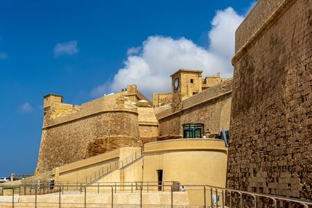 View to the entrance to Cittadella, St. Martins Demi-Bastion and clock tower. 新聞圖片