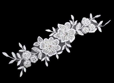 luxe bruiloft kant met parels die op zwarte achtergrond