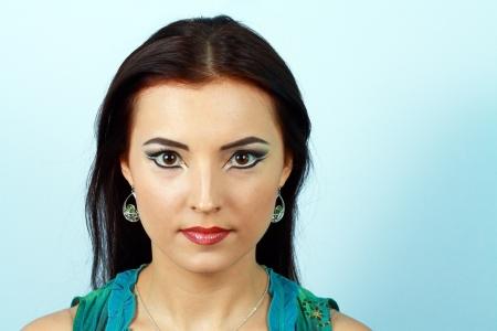 Фото со стока. Портрет чувственной женщины модели с арабскими яркий макияж