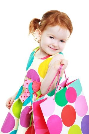 kleines Mädchen mit Einkaufstasche heiter Shopaholic Lizenzfreie Bilder