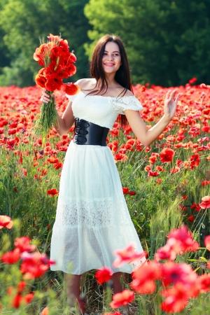 sexy young girls: Красота женщина в маковое поле в белом платье, в солнечный летний день Фото со стока