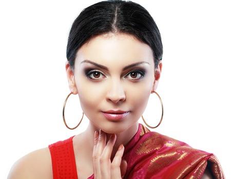 falda: Retrato bonito de la muchacha india mirando a la cara de la cámara de cerca