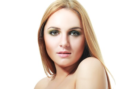 eyes green: primer plano de hermosa chica rubia con ojos verdes. woman.professional belleza maquillaje