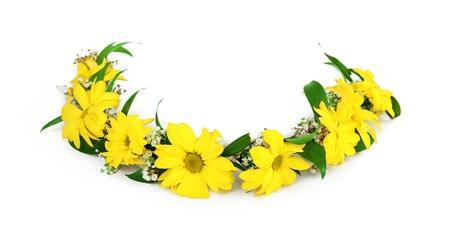 Couronne Belle fleur jaune isolé sur fond blanc