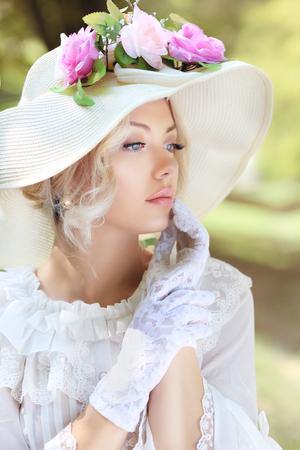 아름 다운 빅토리아 시대 패션 여자 초상 스톡 콘텐츠