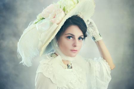 beautiful woman in big hat of victorian or edwardian era Stock fotó