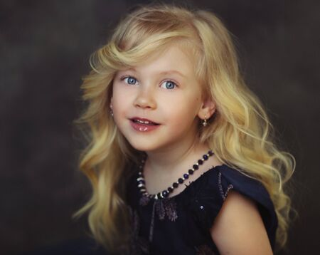 Style little girl portrait  look couture kid