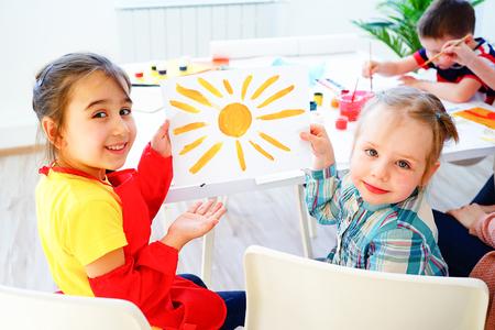 Art lesson in kindergarten Standard-Bild