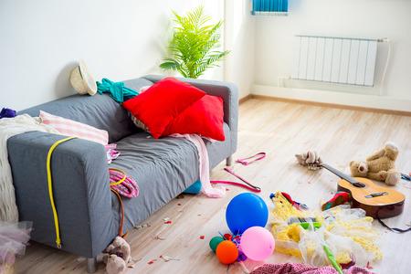 Störung Chaos zu Hause Standard-Bild - 82339874
