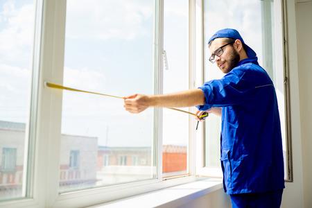 Window installation worker Standard-Bild