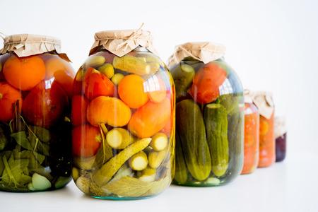 野菜のピクルスの瓶
