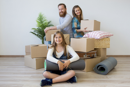 Family moving to a new house 免版税图像