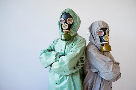 Mensen in gasmaskers