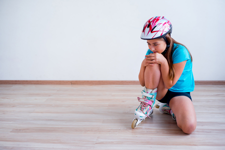 Girl fell on roller skates Stock Photo - 93076121