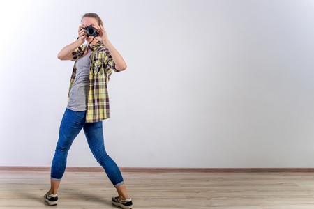 different photographer poses: bending, squatting, lying down 版權商用圖片