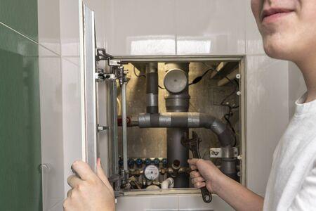 master repair plumbing, repair. plumbing cabinet. water meters, collector water pressure sensor Standard-Bild