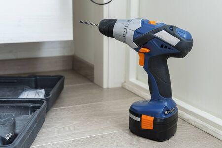the drill is on the floor. minor household repairs. Zdjęcie Seryjne
