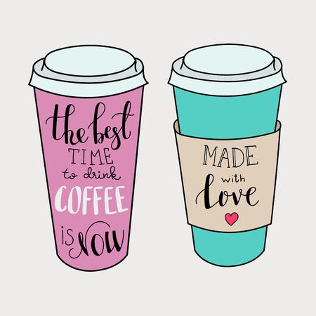 chicchi di caff?: Il momento migliore per il caffè è ora. Fatto con amore. Lettering sul set forma tazza di caffè. Moderno citazione stile di calligrafia sul caffè. Cartolina o poster progettazione grafica per negozi di caffè. Vettoriali