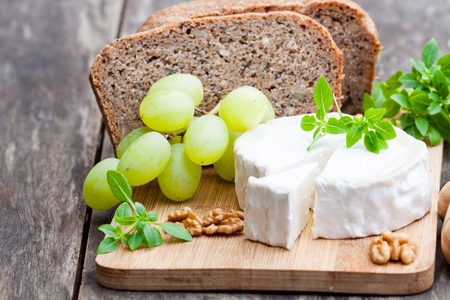 Goat  cheese with fruits and whole grain bread