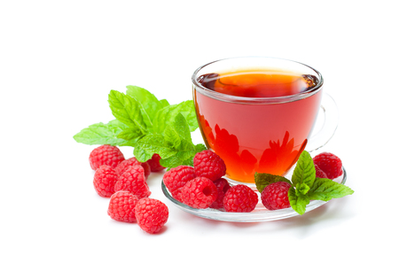 Red  fruit tea with raspberry and mint isolated on white background  Stockfoto