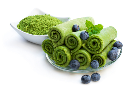 Matcha  green tea crepe with blueberry isolated on white  版權商用圖片