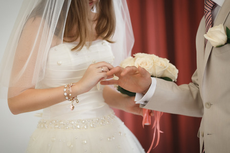 autograph: The bride and groom put on wedding rings. Wedding ceremony. Stock Photo