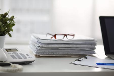 Bureau de la vie, documents, téléphone. Banque d'images - 42231040
