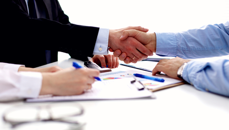 Business meeting at office. handshake in office. Banque d'images
