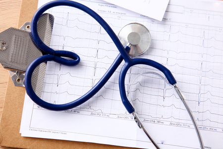 stethoscope: Doctor stethoscope heart on your desktop 3D. Stock Photo