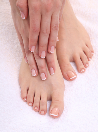 pedicura: Beautiful feet with perfect spa french nail pedicure .