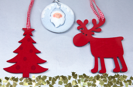 reno: Christmas. Reindeer and Christmas tree isolate on white. Foto de archivo