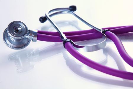 estetoscopio: Estetoscopio sobre un fondo de pelaje médica.