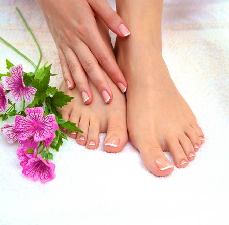 Photo Gros plan d'une belle pieds féminins avec pédicure. Banque d'images