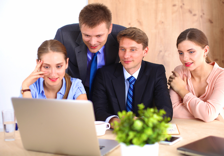 gente reunida: Reunión de negocios - gerente de hablar del trabajo con sus colegas.