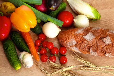 wooden basket: Pile of organic vegetables on a wooden table.