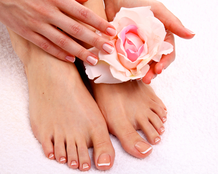 spa woman: Beautiful feet with perfect spa french nail pedicure .