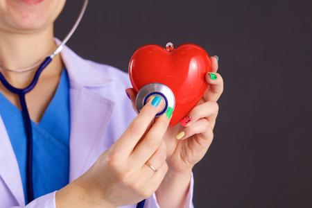 donacion de organos: Female doctor with the stethoscope holding heart. Foto de archivo