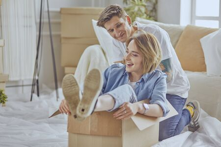 happy Young couple moving in new home Banque d'images
