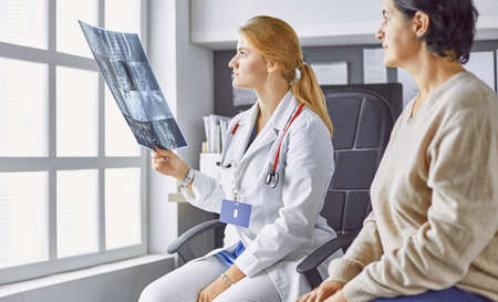 young woman doctor takes patient in office Imagens