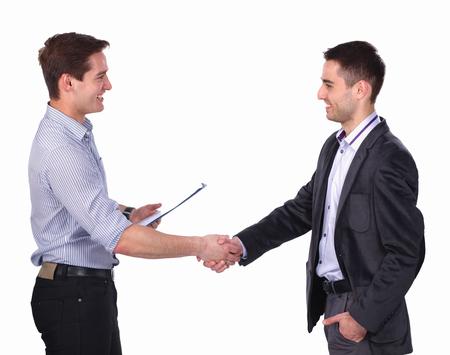 Les hommes d'affaires se serrant la main, isolé sur blanc.