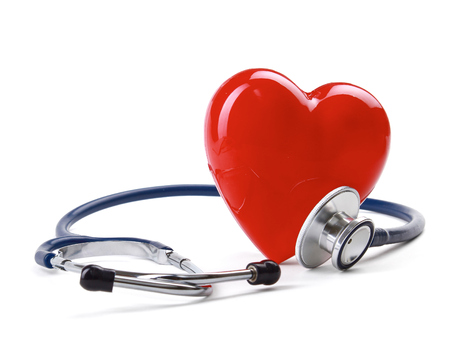Red heart and a stethoscope 스톡 콘텐츠