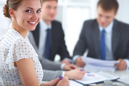 grupos de personas: Negocios apretón de manos. La gente de negocios dándose la mano, terminando una reunión Foto de archivo