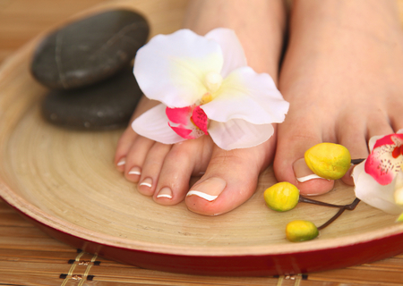 gentile: Care for beautiful woman legs with flower .