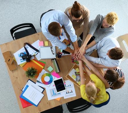 Equipo de negocios con las manos juntas - conceptos de trabajo en equipo, aislados Foto de archivo - 46210829
