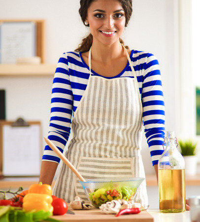 Young woman mixing fresh salad Stockfoto