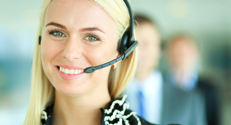 Portrait of support phone operator with the headset Foto de archivo