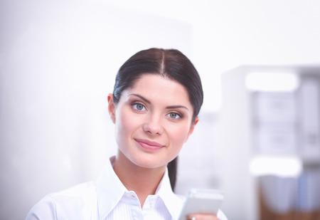 Donna di affari attraente che si siede nell'ufficio. donna d'affari Archivio Fotografico