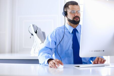 Businessman in the office on the phone with headset, Skype, FaceTime Zdjęcie Seryjne