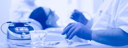 Man dentist working at his patients teeth. Standard-Bild